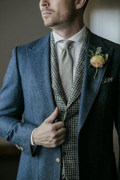 Traje de inverno para o noivo - Three piece vintage groom's suit | Havi Frost Photography