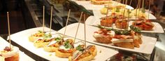 Tortilla, croquetas, calamares, bravas… all these tapas are something almost mandatory in the menu of all typical Spanish bars, both inside and outside our country. Tapas Bar, Spanish Tapas, Spanish Food, Tempura, Madrid, Best Tapas, Barcelona, Bruschetta, The Best