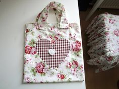 The bags are made of cotton fabric with applied heart, always practical to take away Auber also as a small gescheng it is 30 x 40 cm tall, Cotton Fabric, Etsy, Bags, Worth It, Do Your Thing, Shopping, Trial Bike, Dime Bags, Creative