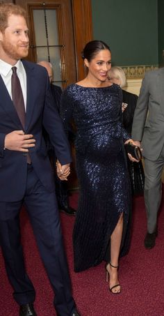 Meghan Markle Steps Out in a Sparkly Roland Mouret Dress With Prince Harry to See Cirque du Soleil Estilo Meghan Markle, Meghan Markle Stil, Estilo Real, Victoria Beckham, Prince Harry And Megan, Harry And Meghan, Meghan Markle Prince Harry, Sussex, Style Royal