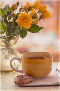 GIF by Mani Ivanov. Good Morning Coffee, Good Morning Flowers, Good Morning Greetings, Good Morning Good Night, Good Morning Beautiful Images, Beautiful Gif, Morning Images, Beautiful Roses, Beautiful People