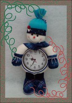 moldes para reloj navideño - Buscar con Google Christmas Holidays, Merry Christmas, Christmas Ornaments, Decoupage, Diy And Crafts, Clock, Holiday Decor, Google, Feltro