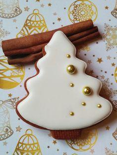 Snowflake Christmas Cookies, Christmas Sugar Cookies, Christmas Sweets, Christmas Cooking, Holiday Cookies, Holiday Treats, Gingerbread Cookies, Homemade Christmas, Christmas Tree