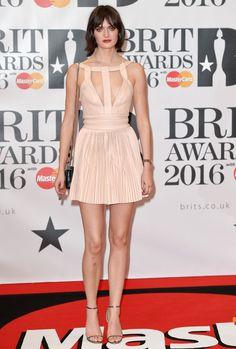Brit Awards 2016 : les looks du tapis rouge Vanity Fair, Brit Awards 2016, Red Carpet, People, Formal Dresses, Fashion, Dresses For Formal, Moda, Formal Gowns