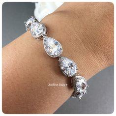 Wedding Day Jewelry, Wedding Jewellery Gifts, Wedding Jewelry, Gift Wedding, Jewelry Gifts, Bridesmaid Bracelet, Bridal Bracelet, Crystal Bracelets, Crystal Earrings