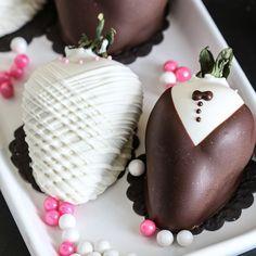 Super glam strawberry Funfetti Oscar party cupcake recipe from @inspiredbycharm
