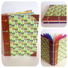 Caderno com costura copta (aparente) com acabamento em ilhós. Miolo em papel colorido 120g com 11 cores. 44 folhas.