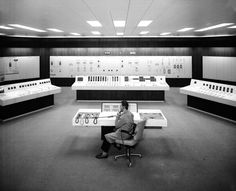 """iedovna: """" """" CERN Electricity Control Room in 1970 """" O local de trabalho ideal. Pintura Exterior, Software, Old Computers, Retro Futurism, Control Panel, Shanghai, Photos, Pictures, Buttons"""