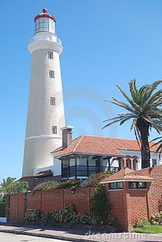 Punta del Este Lighthouse, Uruguay.  Photo: © Suricato