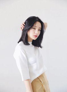 Most Popular short hair styles korean bangs ideas Korean Haircut Medium, Korean Medium Hair, Asian Short Hair, Short Hair With Bangs, Medium Hair Cuts, Girl Short Hair, Medium Hair Styles, Curly Hair Styles, Korean Bangs