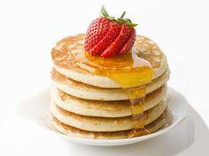 Scoprite insieme a noi la ricetta originale americana per pancake sofficissimi! Sono semplicissime da fare, e con una avriante alla nutella fatta in casa