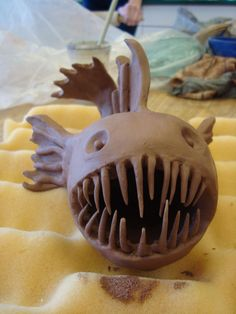 Something like this for Linden Clay Pinch Pots, Ceramic Pinch Pots, Ceramic Clay, Ceramic Pottery, Clay Art Projects, Ceramics Projects, Ceramic Monsters, High School Ceramics, Clay Fish