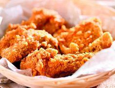Υλικά Για τη Σάλτσα 15γρ. λάδι1 ψιλοκομμένο κρεμμύδι1 σκελίδα σκόρδο λιωμένη5γρ. τζίντζερ ή κάρυΕλάχιστο καυτερό πιπέριΑλάτι1/2 πιπεριά ψιλοκομμένη400γρ. ντομάτες ψιλοκομμένες Για το κοτόπουλο 100γρ. αλεύρι1/2 κουτ. γλυκού κύμινο250γρ. φιλέτο στήθος κοτόπουλο1 αυγόΛάδι για το τηγάνισμα Εκτέλεση Για τη σάλτσα Ζεσταίνετε το λάδι σε ένα τηγάνι και τσιγαρίζετε ελαφρά το κρεμμύδι και το σκόρδο. Προσθέτετε το […] The post Τραγανά δάχτυλα κοτόπουλου appeared first on otselementes.