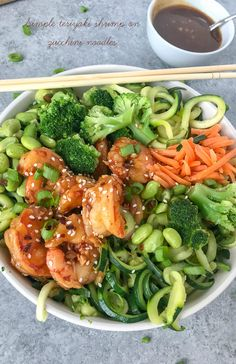 Simple Teriyaki Shrimp over Zucchini Noodles - this recipe is made with a homemade teriyaki sauce and served over zucchini noodles. Making for an easy, healthy and extremely delicious dinner option that can be on your table in 30 minutes! Zucchini Noodle Recipes, Zoodle Recipes, Veggie Noodles, Zucchini Noodles, Edamame, Clean Eating, Healthy Eating, Teriyaki Shrimp, Cooking Recipes