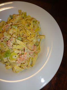Pasta met prei en gerookte zalm Macaroni, Risotto, Spaghetti, Food Porn, Pizza, Tasty, Ethnic Recipes, Kitchen, Rondom