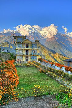 Wow~ so colorful & unusual, no one to bother your here! Peaceful~ Nepal, house in the Himalayas.