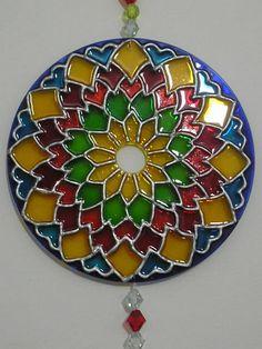 mandala over a cd Mandala Art, Mandala Painting, Silk Painting, Old Cd Crafts, Crafts For Kids, Arts And Crafts, Stained Glass Patterns, Stained Glass Art, Recycled Cds