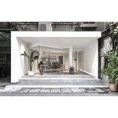 Commercial office furniture design awards 46 new Ideas Retail Facade, Shop Facade, Design Studio Office, Office Furniture Design, Cafe Shop Design, Store Design, Showroom Interior Design, Interior Architecture, Retail Interior