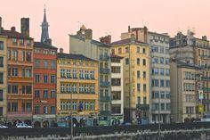 Les façades colorées des immeubles sur les quais de Saône à Lyon (France) Lyon France, France Europe, Lyon City, Lyonnaise, Urban City, Rhone, Architecture, Bordeaux, Beautiful Places