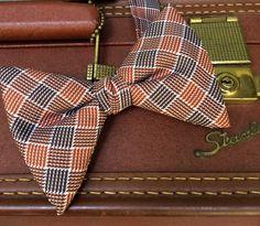 Vintage bow tie,fat bow tie,vintage wedding,retro bow tie,fall neckwear,brown design bow tie,1960's bow tie,mens fall wardrobe,mens vintage by three20sycamorelane on Etsy https://www.etsy.com/listing/482128203/vintage-bow-tiefat-bow-tievintage