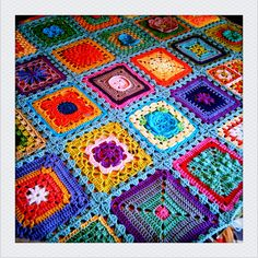 Love these colors and squares!!! Great idea - do one square a day for a month.... or a year and then put together!