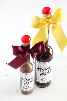 Make your own chocolate liqueur + make them gift ready with these printable labels! - from Making Nice in the Midwest