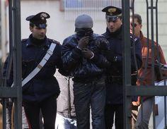 Castel Volturno. Ai domiciliari per un furto finisce in carcere per evasione - http://www.vivicasagiove.it/notizie/castel-volturno-ai-domiciliari-per-un-furto-finisce-carcere-per-evasione/ - a cura di Redazione