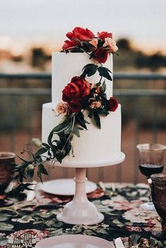 beautiful fall/winter wedding cake