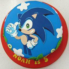 Sonic The Hedgehog Cake  By Sweetlou CakesDecorcom