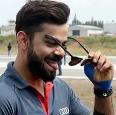 He's soo cute . So damn cute 😘 Anushka Sharma Virat Kohli, Virat And Anushka, Virat Kohli Wallpapers, Saraswati Goddess, Indian Star, Varun Dhawan, Bollywood Actors, Cute Pictures, Handsome