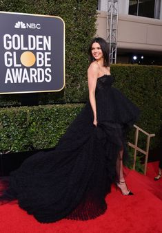 All the Looks From the 2018 Golden Globes Red Carpet Golden Globe Award Winners, Best Black, Red Carpet Dresses, Golden Globes, Classy Dress, Red Carpet Fashion, Kendall Jenner, Strapless Dress Formal, Celebrity Style