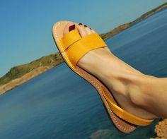 alpargatas en cuero Cute Shoes Flats, Shoes Flats Sandals, Blue Shoes, Leather Sandals, Bling Sandals, Indian Shoes, Everyday Shoes, Fashion Shoes, Footwear