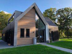 mug handle design Modern Barn House, Modern House Design, Residential Architecture, Modern Architecture, Modern Farmhouse Exterior, Dream House Exterior, Cottage Design, Exterior Design, Future House