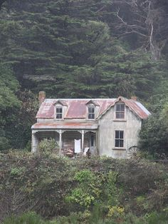 Old house, Johnsonville, Wellington, New Zealand by brian nz, via Flickr