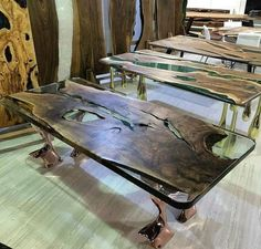 What a table .Don t forget to us: techwoodworking. …… By seffafepok… What a table .Don t forget to us: techwoodworking. Tag Your Friends Below . Woodworking Furniture Plans, Cool Woodworking Projects, Diy Woodworking, Wood Projects, Woodworking Videos, Resin In Wood, Art Resin, Resin Furniture, Furniture Making