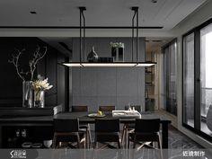 以室內建築的概念做室內設計,向來是近境制作的設計特色,在這個高雄左營的屋案中,我們看到設計師運用兩個塊體取代串聯公私領域的廊道,蘊含機能、美感及動線的巧妙安排,顛覆傳統,讓人耳目一新。
