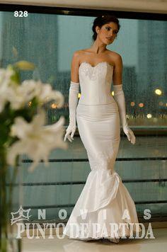 Vestido en dos piezas  Confeccionado en dupioni blanco Modelo sirena