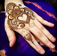 An amazing Valentine's Day henna tatto