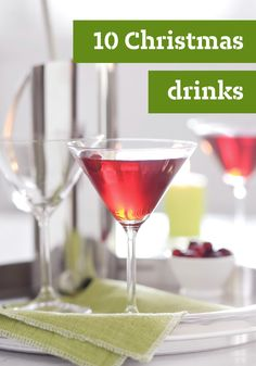 10 Christmas Drinks – From festive punches, cocktails and mocktails for the appetizer menu right on through to after-dinner coffees and dessert drinks, Christmas drink recipes rank up there with Christmas desserts in sheer variety. by amparo Dessert Drinks, Party Drinks, Cocktail Drinks, Fun Drinks, Yummy Drinks, Alcoholic Drinks, Beverages, Dessert Healthy, Drinks Alcohol