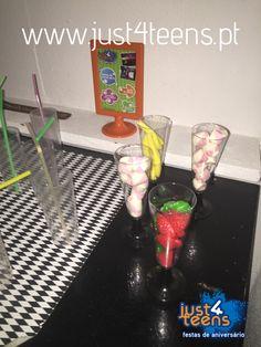 Festa na discoteca com bebidas coloridas #festas #aniversário #discoteca #just4teens #dançar