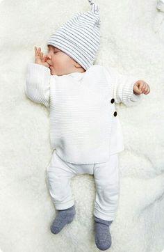 Enak ya nakkk? Mimpi apa si sayang unchh😚 Onesies, Turtle Neck, Baby Overalls