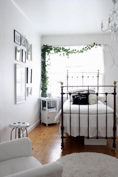 Small Bedroom Ideas Make Your Home Bigger Inspiring & Pictures. Search through our inventory for bedroom ideas and designer queen bedroom sets perfect for c. Small Bedroom Ideas For Couples Small Master Bedroom, Cozy Bedroom, Trendy Bedroom, Bedroom Sets, Dream Bedroom, Bedroom Decor, Queen Bedroom, Small White Bedrooms, Bedroom Furniture