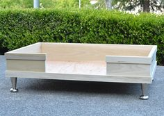 ideas for modern pet furniture diy dog bed Dog Bed Frame, Wood Dog Bed, Diy Dog Bed, Diy Bed, Large Dog Bed Diy, Large Dogs, Dog Furniture, Woodworking Furniture, Cheap Furniture