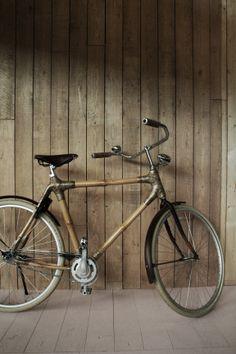 Wooden bike/ fiets van hout, gefotografeerd op de woonbeurs 2012.