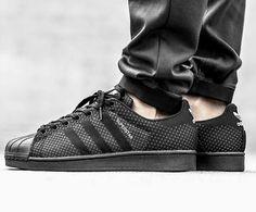 Der adidas Superstar im 'Weave Pack'. Hier entdecken und shoppen: http://sturbock.me/54n