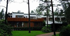 Alvar Aalto biography - Alvar Aalto, a modern architect, was born in Finland on 3 February His love for drawing dragged him to an architecture school named Helsinki Alvar Aalto, Modern Architects, Famous Architects, Helsinki, Modern City, Mid-century Modern, Rural Retreats, Architect House, School Architecture