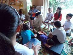 Escola de Monteiro Lobato, SP, acaba com séries e ensina ao ar livre Objetivo do método é dar autonomia aos alunos do ensino fundamental. Modelo é inspirado em sistema de ensino da escola da Ponte, em Portugal.