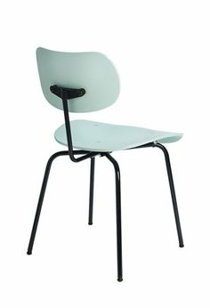 Functional and cool. The SE 68 chair is refreshingly simple. #PleaseWaitToBeSeated #chair #diningroom