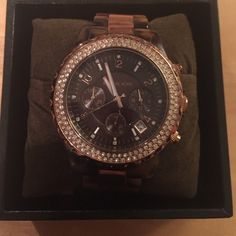 Michael Kors rose gold and tortoise crystal watch Tortoise and Rose Gold! Fits a large wrist, with the option of taking the links out. It shows signs of wear (pictures). I LOVE THIS WATCH, but it's time to go! (Lol) comes with original brown Michael Kors box. Michael Kors Jewelry
