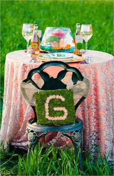 His and hers table at wedding reception with fishbowl centerpiece. #sweethearttable #weddingreception #weddingchicks Design: Just For You Photography & Picture That Photography ---> http://www.weddingchicks.com/2014/04/30/colorful-bohemian-wedding-ideas/